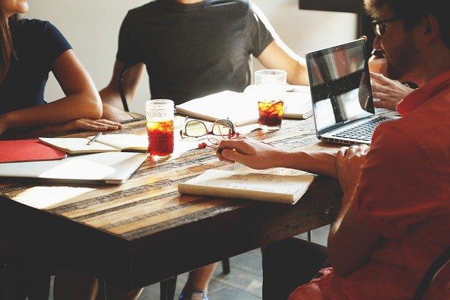 Jak wybrać ofertę firm z rynku marketingu internetowego?